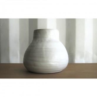 A white porcelain vase | Va_2021_3_3