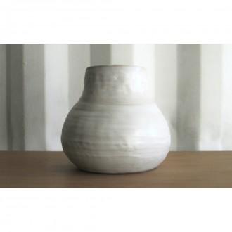 A white porcelain vase | Va_2021_3_4