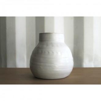 A white porcelain vase | Va_2021_3_5