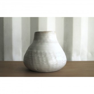A white porcelain vase | Va_2021_3_6