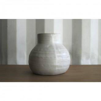 A white porcelain vase | Va_2021_3_8