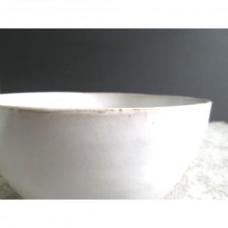 A white ceramic salad bowl | L | Bo_2021_06_1
