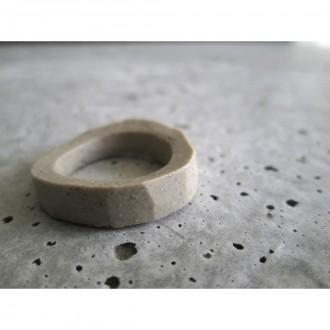 A porcelain ring | Ri_2021_06_5