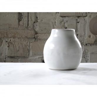 A white porcelain vase | Va_2021_01_2