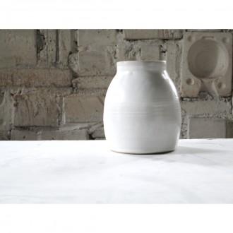 A white porcelain vase | Va_2021_01_4