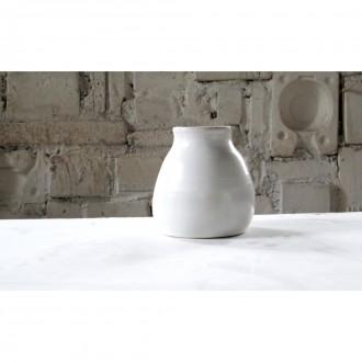 A white porcelain vase | Va_2021_01_5