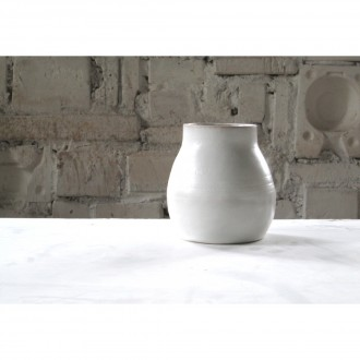 A white porcelain vase | Va_2021_01_6