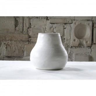 A white porcelain vase | Va_2021_01_8